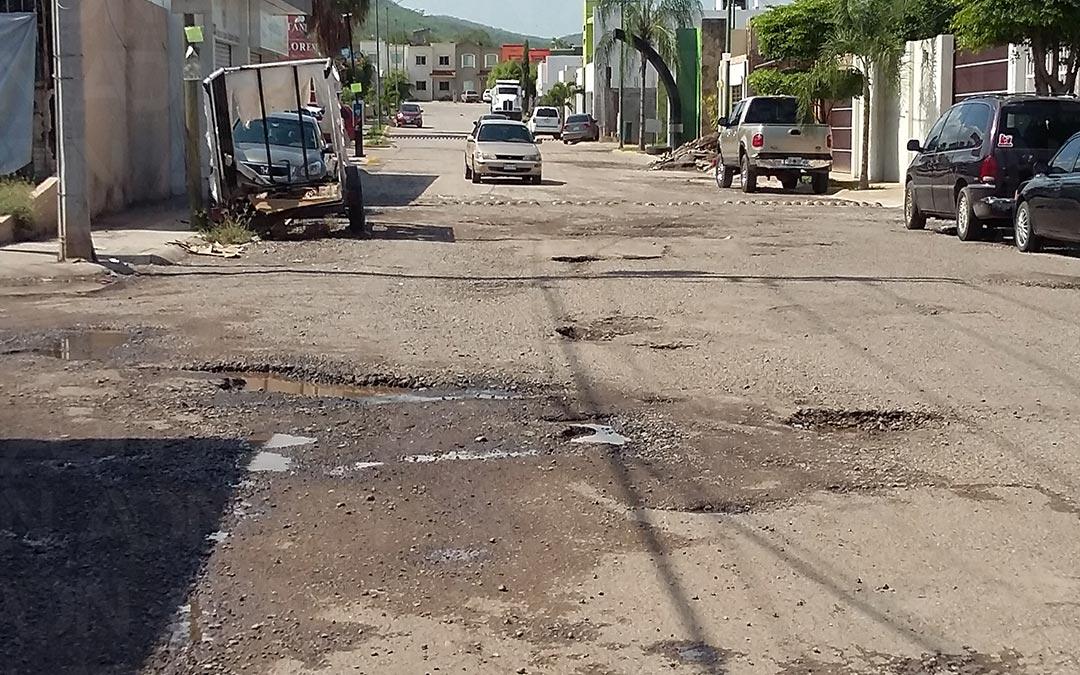 Calles quedan destrozadas con las lluvias