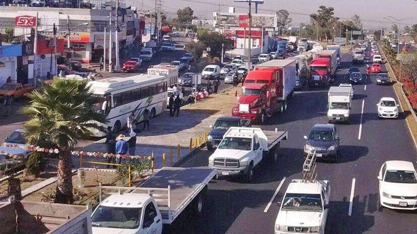 Transportistas protestan por financiamiento