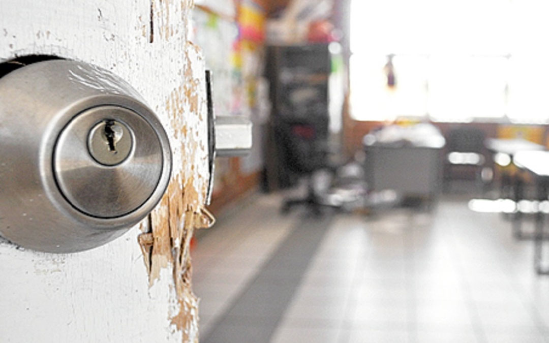Detienen a presuntos ladrones de escuelas