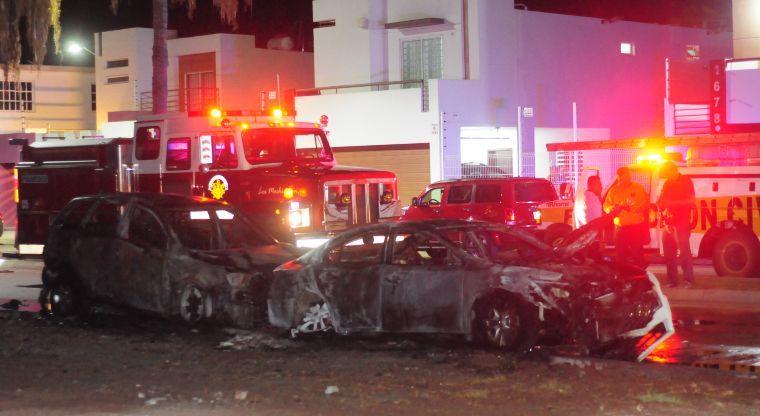 Incendian dos vehículos en Los Mochis