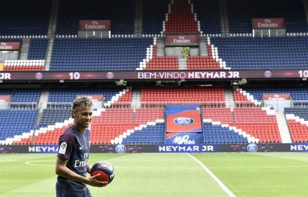 Neymar planea demandar al Barcelona